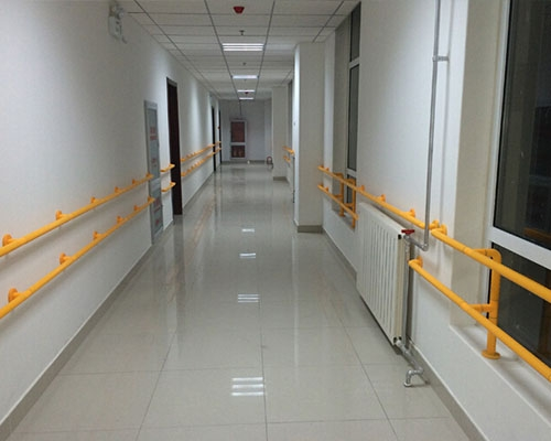 Installation of handrail in the corridor of maternal and child health care hospital in Kaili, Guizhou